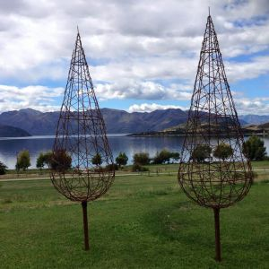 1.5m rusty plain wire trees